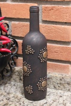 Recycled Glass Bottles, Glass Bottle Crafts, Wine Bottle Art, Painted Wine Bottles, Diy Bottle, Bottle Lamps, Pottery Painting Designs, Altered Bottles, Bottle Painting