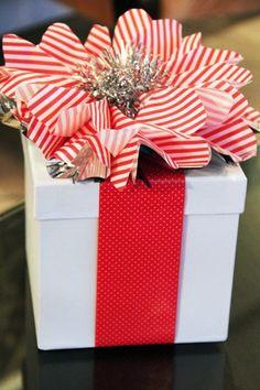 #Pacco #regalo #Natale #fiore
