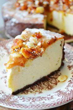 Kitchen in green: macadamia nuts caramel cheesecake