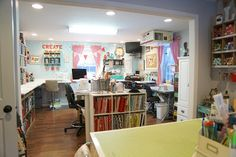 The little Green Bean Craft Room Tour - Craft idea - Nähen Sewing Room Design, Sewing Rooms, Sewing Studio, Sewing Spaces, Sewing Room Organization, Craft Room Storage, Scrapbook Organization, Storage Ideas, Craft Room Tables
