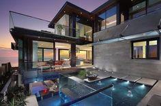 Beautiful Beach House in California: Sensational The Strand Residence Home Design In Outdoor Space Decorated With Modern Infinity Pool Design With Glass Fence Decoration Ideas ~ SFXit Design Architecture Inspiration Amazing Architecture, Interior Architecture, Landscape Architecture, Ultra Modern Homes, Design Exterior, Modern Exterior, Romantic Homes, House Goals, Luxury Homes