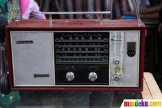 Radio lama ini masih terawat dengan baik dan dipamerkan agar bisa dibeli pada Festival Malang Kembali 2012.