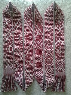 Audeju Darbnica provides homemade high quality textiles, such as blankets, table clothes, bookmarks, belts and farbric for national costumes and so on. Inkle Weaving, Inkle Loom, Card Weaving, Tablet Weaving, Weaving Art, Folk Costume, Costumes, Finger Weaving, Blackwork