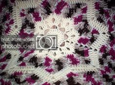 Back by popular demand. I didn& realize people liked this pattern so much. Round Ripple Afghan There isn& much that& diff. Christmas Crochet Patterns, Holiday Crochet, Granny Square Pattern Free, Granny Squares, Square Patterns, Knitted Afghans, Crochet Blankets, Ripple Afghan, Afghan Patterns