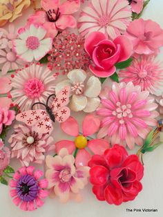 30 pc PINK PINK PINK VINTAGE FLOWER PIN METAL ENAMEL ROSES DAISIES * BEAUTIFUL * #AUSTRIAORIGINALBYROBERTWEISS