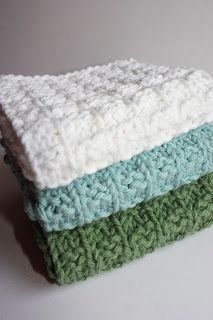 Need a quick and easy knitted gift idea? How about a nice set of washcloths? H… Need a quick and easy knitted gift idea? How about a nice set of washcloths? Hand knit washcloths knit up quickly and make a great gift wh… Knitted Washcloth Patterns, Knitted Washcloths, Dishcloth Knitting Patterns, Crochet Dishcloths, Knit Or Crochet, Crochet Patterns, Simple Crochet, Crochet Poncho, Crochet Ideas