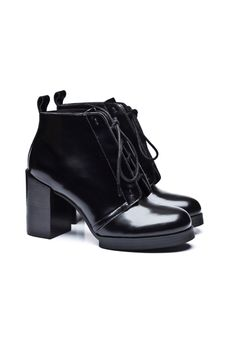 Hidden lace-up bootie in leather with wood-stacked chunky heel and thick sole - Heel height 9 cm