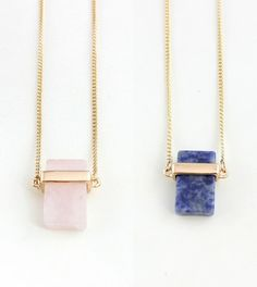 $2.08// Stone fashion necklace// Amiable in rose or deep blue// Delivery: 2-6 weeks