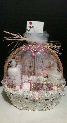 48 best ideas for baby bath gift basket to get Baby Bath Gift, Bath Gift Basket, Mother's Day Gift Baskets, Baby Gifts, Spa Basket, Basket Ideas, Wedding Gift Baskets, Wedding Gift Wrapping, Engagement Gift Baskets