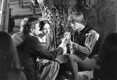Film director Franco Zeffirelli directing Olivia Hussey and Leonard Whiting during the filming of Romeo and Juliet, William Shakespeare, Film Romeo And Juliet, Zeffirelli Romeo And Juliet, Leonard Whiting, Olivia Hussey, Romance Film, Best Cinematography, Upcoming Movies, Film Director