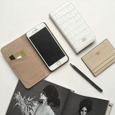 White powder color  S12 iphonecase •S3 cardholder  #luxury #leathergoods #serapaktugleathergoods #iphonecover #iphonecase #cardholder #cardcase #unisex #leatheraccessories #white #powder #accessories #iphonekapak #iphonekilif #kartlik
