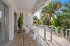 Sunny ground floor apartment in a quiet area of Bonanova