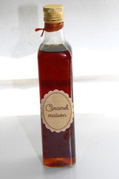 caramel liquide fait maison :  500g de sucre 10cl d eau   un  jus de citron. L eau le sucre le jus de citron a cuire fort, puis hors du feu ajouter les 25cl d eau tiède