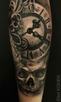Tatouage Horloge Dark sur Bras pour Homme