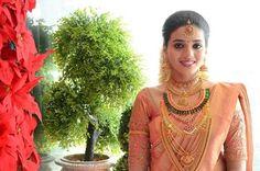 Bridal Hairdo, Bridal Photoshoot, South Indian Weddings, South Indian Bride, Saree Jewellery, Bridal Jewellery, Diamond Jewellery, Gold Jewelry, Gold Necklace