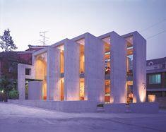 김옥길 기념관 전경./박영채 사진작가 Layered Architecture, Japan Architecture, Chinese Architecture, Architecture Details, Landscape Architecture, Interior Architecture, 21st Century Homes, Facade Lighting, Modern Mansion