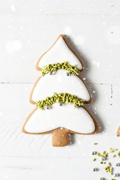 Beautiful and simple to decorate.  Had the idea to put crushed pistachios instead of green sprinkles as decorations.