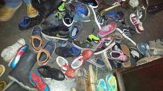 Schoenen op schoolkamp