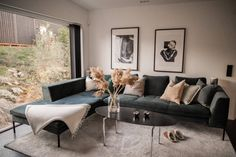 Our new TV sofa and paintings – Ellinor Löfgren - Esszimmer Cozy Living Rooms, Home Living Room, Apartment Living, Living Room Designs, Living Room Decor, Home Design Magazines, Decor Room, Home Decor, Interior Design