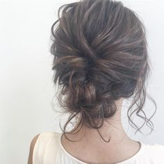 i simple mais pourtant si beau. Party Hairstyles, Bride Hairstyles, Laura Lee, Hair Arrange, Hair Setting, Love Hair, Bridesmaid Hair, Hair Designs, Bridal Hair