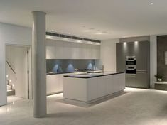 Adorable 36 Modern Minimalist Kitchen Decor Ideas https://bellezaroom.com/2017/10/23/36-modern-minimalist-kitchen-decor-ideas/