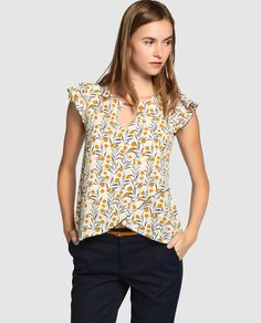 Shop V Notch Front Scallop Cap Sleeve Dolphin Hem Top online. SheIn offers V Notch Front Scallop Cap Sleeve Dolphin Hem Top & more to fit your fashionable needs. Cap Sleeve Top, Long Sleeve Tees, Western Tops, Floral Print Skirt, Top Pattern, Simple Outfits, Outfit Posts, Casual Tops, Pattern Fashion