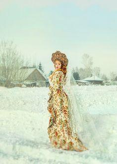 Outfit by Lara Solodova. Kokoshnik by designer Olesya Nuzhdin. Russian Folk, Russian Art, Russian Winter, Russian Beauty, Russian Fashion, Fantasy Photography, Portrait Photography, Mode Russe, Foto Fantasy
