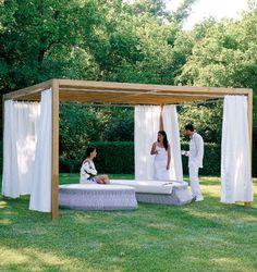 Holz pergola als sonnen und sichtschutz garten for Loungemobel outdoor holz