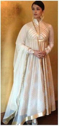 Aishwarya Rai Bachchan visits Chennai for a store launch | PINKVILLA