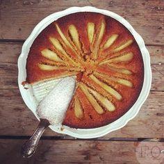 Deze overheerlijke speculaascake met peren maakte ik echt al een hele tijd geleden. (lees enkele jaren geleden) Maar ...
