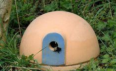 Hummelburg – eine sichere Nisthilfe für wichtige Bestäuberinsekten -  Hummeln sind gern gesehene Gartenbesucher. Mit einer Hummelburg bieten Sie den brummenden Insekten nicht nur ein sicheres Zuhause, sondern sorgen zudem dafür, dass es in Ihrem Garten grünt und blüht.