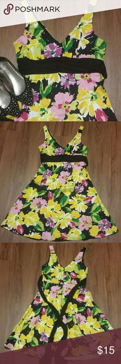 JCPenney B. Smart floral garden party dress, 8 JCPenney B. Smart floral garden party dress, tie waist (long enough for front or back), hidden zipper in back, size 8. Excellent pre-owned condition; worn once.   Dress only. Shoes for sale in separate listing. jcpenney Dresses Midi