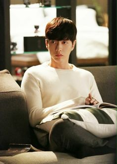 I wish I was that pillow. Park Hye Jin, Park Hyung Sik, Korean Celebrities, Korean Actors, Ji Chang Wook Healer, Song Daehan, Korean Drama Romance, Seo Kang Joon, Love Park