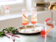 Alkumalja juhliin - Kuohuviinishrub   Hartwall Cocktail Drinks, Cocktails, Panna Cotta, Candles, Ethnic Recipes, Food, Craft Cocktails, Dulce De Leche, Essen