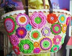 Tığ işi örgü çanta modelleri Örgü çantalar, örgü işleri tamda unutulmaya başladı dediğimiz zamanda trend haline geldi, bu demek oluyor ki örgü, el işi ile yapılan çantaların yerini hiç bir şey alam… Crochet Home, Love Crochet, Crochet Flowers, Knit Crochet, Crochet Handbags, Crochet Purses, Macrame Bag, Diy Purse, Knitted Bags