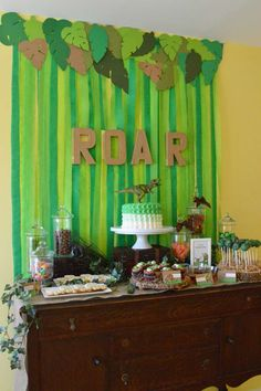 Roar Means Thank you in Dinosaur   CatchMyParty.com, crepe paper streamers behind and leaves up top