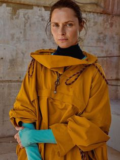Function Meets High Fashion in Roksanda Ilincic's New Collaboration With Lululemon Vogue Paris, Athletic Clothing Brands, Shades Of Violet, Wearing All Black, Find Color, Leggings, Roksanda, Athletic Wear, High Fashion