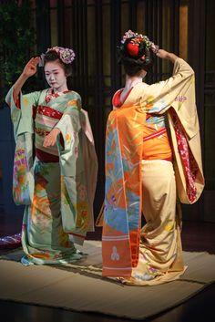 maiko 舞妓 Pontocho 先斗町 Ichiyu 市結 Ayaha あや葉 KYOTO JAPAN