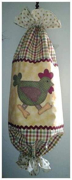 Veš kaj je to. Fabric Crafts, Sewing Crafts, Crafts To Make, Arts And Crafts, Chicken Quilt, Craft Projects, Sewing Projects, Grocery Bag Holder, Plastic Bag Holders