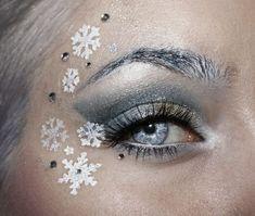 10. különleges karácsonyi smink<br>Az ezüst és a fehér kombinációja ez a gyönyörű karácsonyi smink