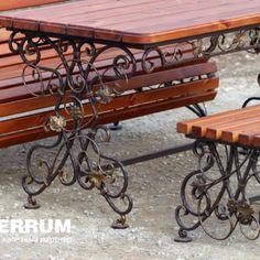 скамейки и стол