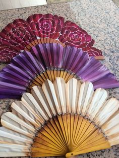 Abanicos pintados por lucía Bartolome Antique Fans, Vintage Fans, Pretty Hands, Beautiful Hands, Hand Held Fan, Hand Fans, Hot Flash Remedies, Cool Umbrellas, Chinese Fans