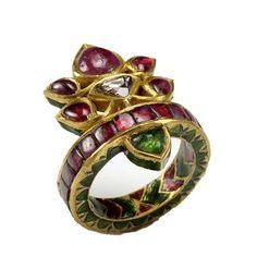 Amrita Singh - Fine Jewelry - Noreen Ring gold ring with rubies and emeralds. Clean Gold Jewelry, Modern Jewelry, Silver Jewelry, Fine Jewelry, Gold Jewellery, Pakistani Jewelry, Indian Jewelry, Jodhpur, Mehendi