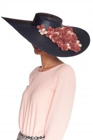 La Más Mona te ofrece la oportunidad de alquilar vestidos de tus  diseñadores favoritos a precios muy asequibles. 1538822d3cb