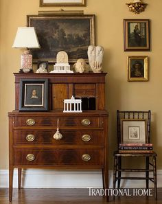 A couple too many items on desk top for me, but what an otherwise clean line, attractive arrangement! Some up-right, distinguished gentleman's home, perhaps.