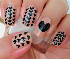 Lo   en decoración de uñas con corazones