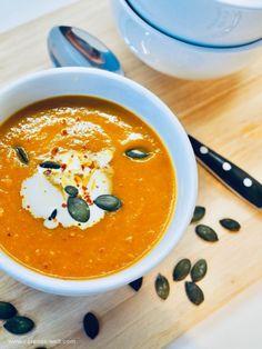 Weltbeste Kürbissuppe Worlds best pumpkin soup Related posts: Creamy Chicken Tortellini Soup Easy Pork Chop Recipes, Easy Soup Recipes, Pumpkin Recipes, Crockpot Recipes, Dinner Recipes, Best Pumpkin, Pumpkin Soup, Quick And Easy Soup, Baked Pork Chops
