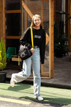 Third story of Seoul womens street style in spring of 2019 écheveau Korean Outfit Street Styles, Korean Winter Outfits, Korea Street Style, Spring Outfits Women, Korean Street Fashion, Autumn Street Style, Korea Fashion, Korean Outfits, Asian Fashion