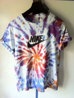 Nike Tie dye T-shirt Nike Outfits, Casual Outfits, Camp Outfits, Fitness Outfits, Camisa Hippie, Mein Style, Mode Streetwear, Athletic Outfits, Swagg