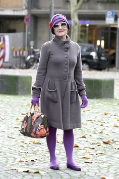 from Advanced Style street style. Mature Fashion, Older Women Fashion, Fashion Over 50, Womens Fashion, Fashion Trends, Fashion Ideas, Style Funky, My Style, Mode Outfits